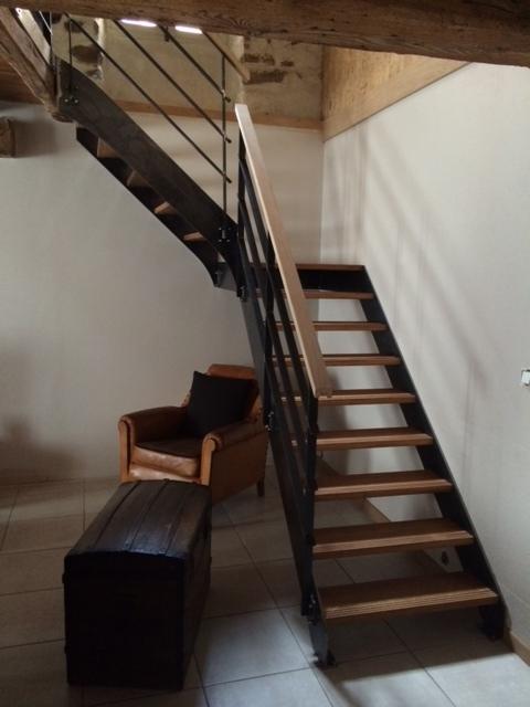 escalier un quart tournant. Black Bedroom Furniture Sets. Home Design Ideas