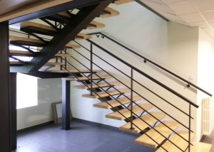 escalier 2/4 tournant limon central métal Vendée Loire Atlantique Maine et Loire