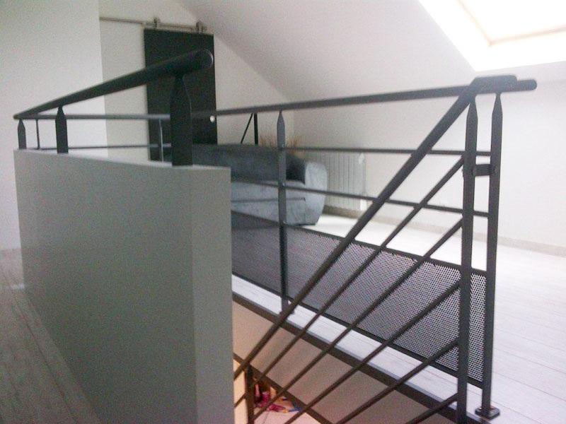 escalier loft marches en bois garde corps mecametal. Black Bedroom Furniture Sets. Home Design Ideas