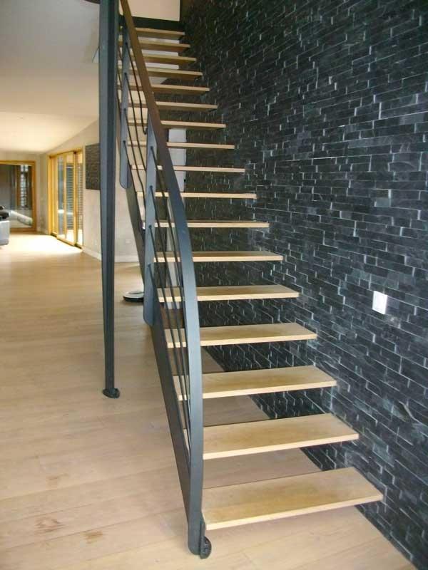 Escalier droit semi suspendu garde corps deco mecametal for Peinture escalier vitrifie