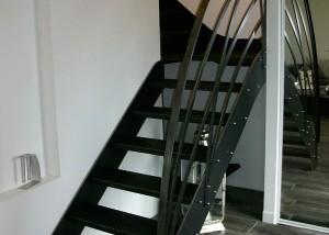 escalier de type industriel avec garde-corps en métal design
