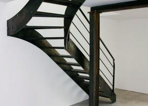 escalier en métal 1/4 tournant acier brut pour stule loft indus