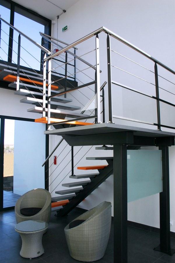 escalier metal design vendee particuliers et professionnels avec garde corps inox