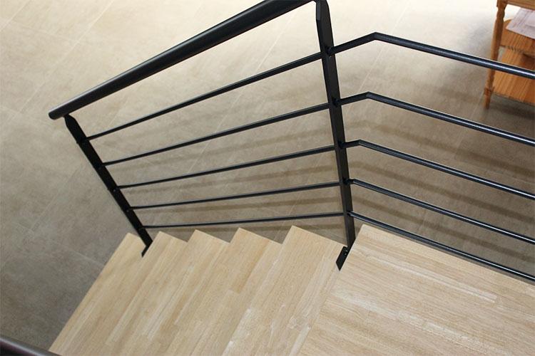 escalier-2-4-tournant-metal-bois-design-vendee